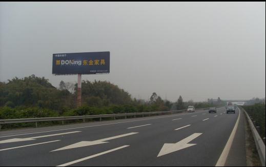 新天杰高速路单立柱广告案例