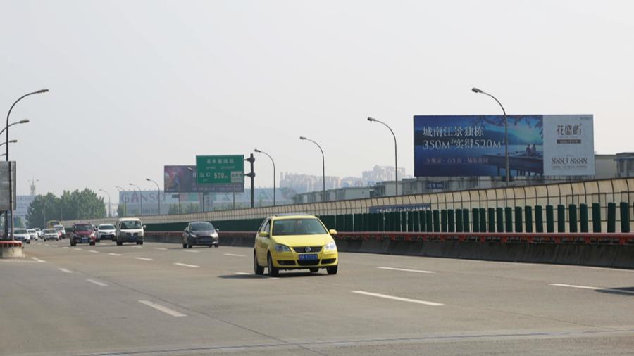 成雅高速广告(石羊场出口左)